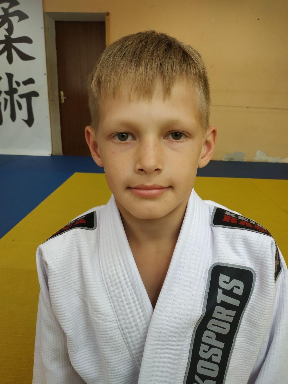 Поздравляем с Днём Рождения Леонида Бусарева! Желаем Ему Здоровья и Успехов в Учёбе и Спорте!
