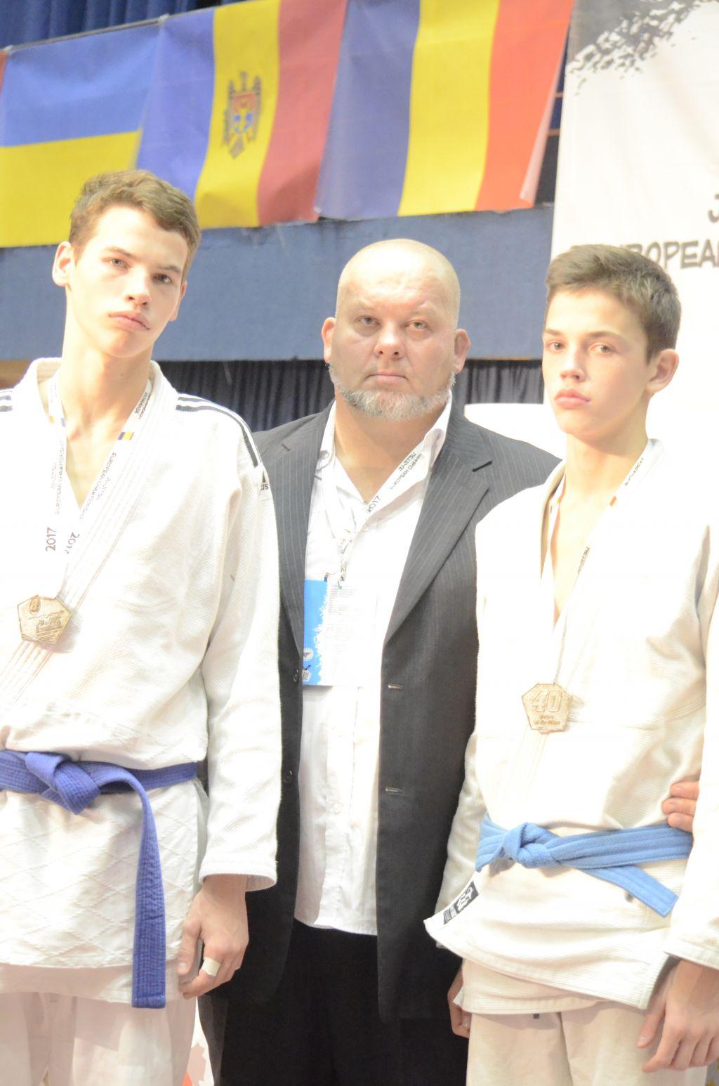 Братья Огневы - серебряные призёры Чемпионата Европы по джиу-джитсу среди аспирантов до 18 лет,